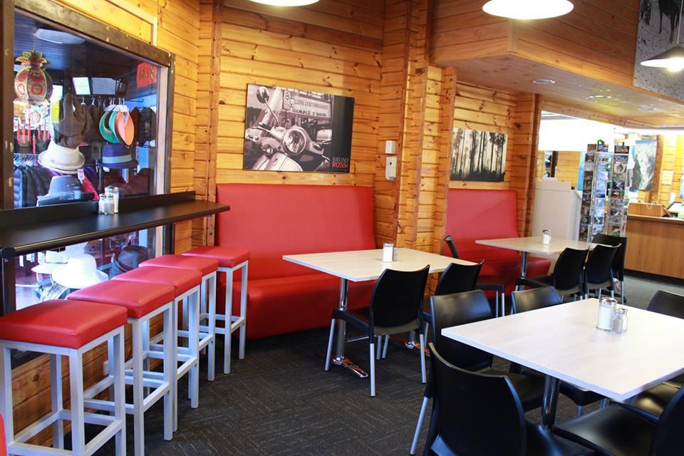 嚮導公司除了提供冰河活動外,更有簡易咖啡廳