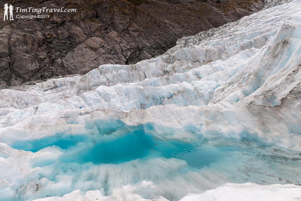 Fox Glacier 的特殊地形:冰河湖