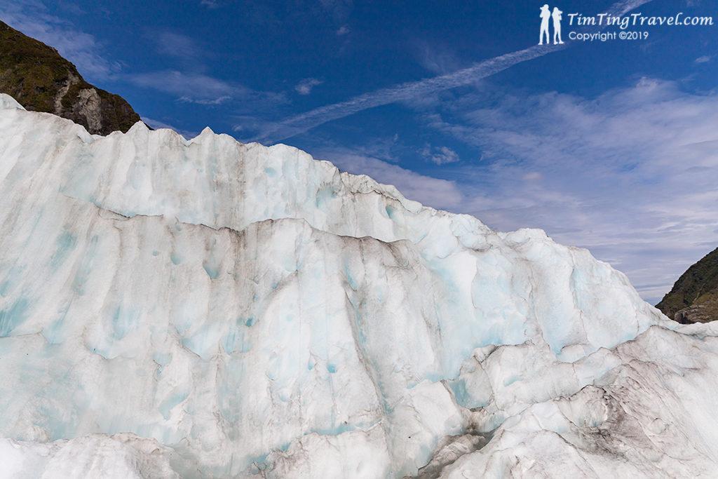 因高壓力推擠下造就這豐富的冰河地貌