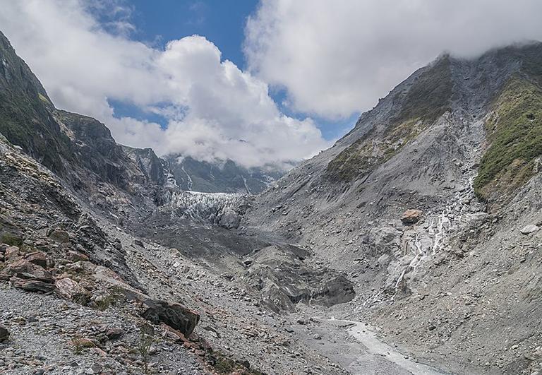 福克斯冰河前緣所見景象,因視角較差,所見冰河非常少。 [此相片為2017年底的狀況]