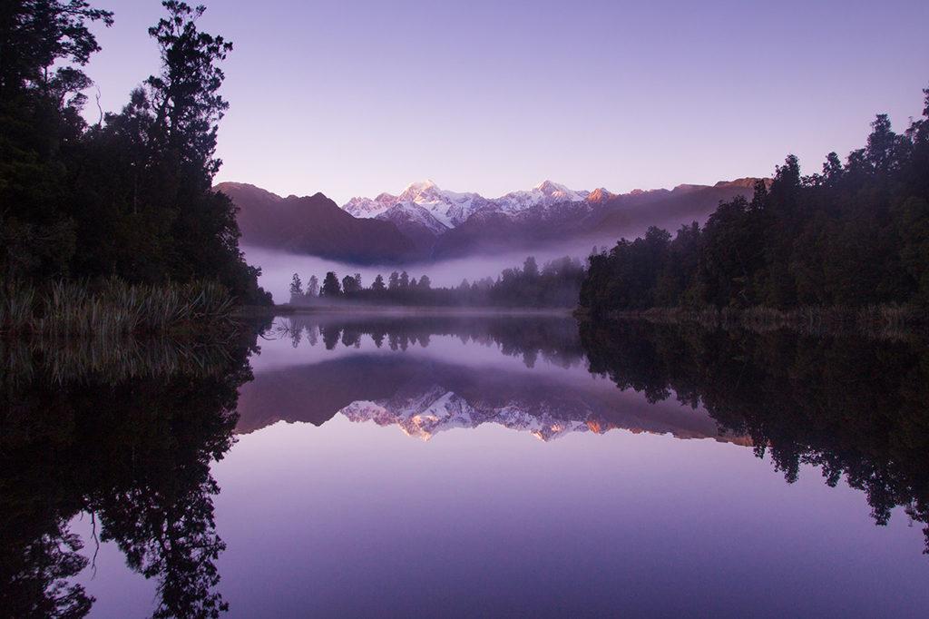 清晨時的 Lake Matheson