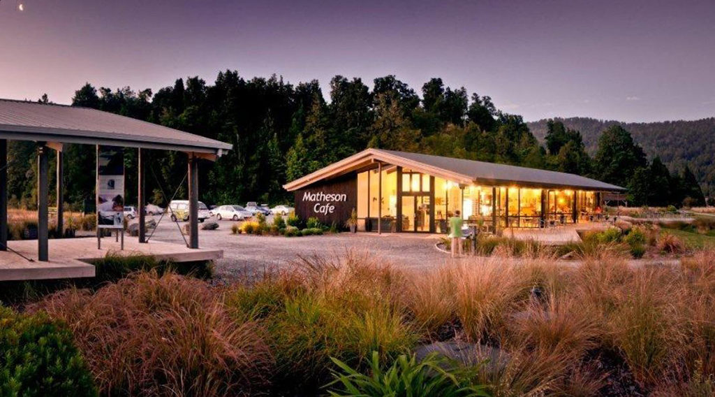 Lake Matheson Walk 入口處附近的咖啡廳,提供簡餐及飲品