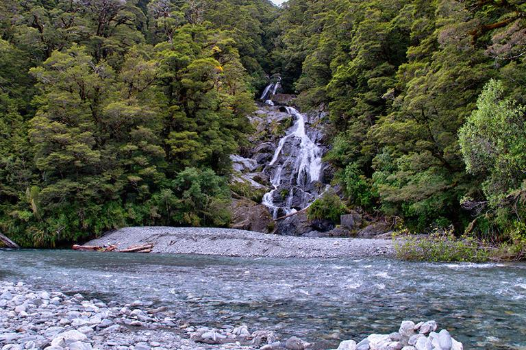 Fox Glacier 到 Wanaka 沿途景點 - #4.5 Fantail Falls (扇尾瀑布)