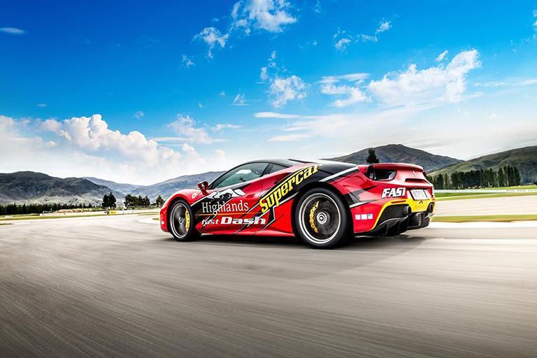 體驗最高速達 225 km/hr 的超跑快感