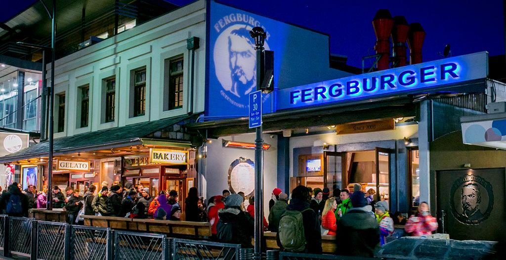 Fergburger 的高人氣總吸引許多遊客排隊