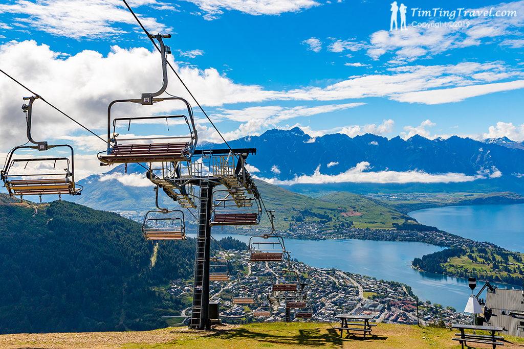 承載旅客與溜溜車上山的纜車