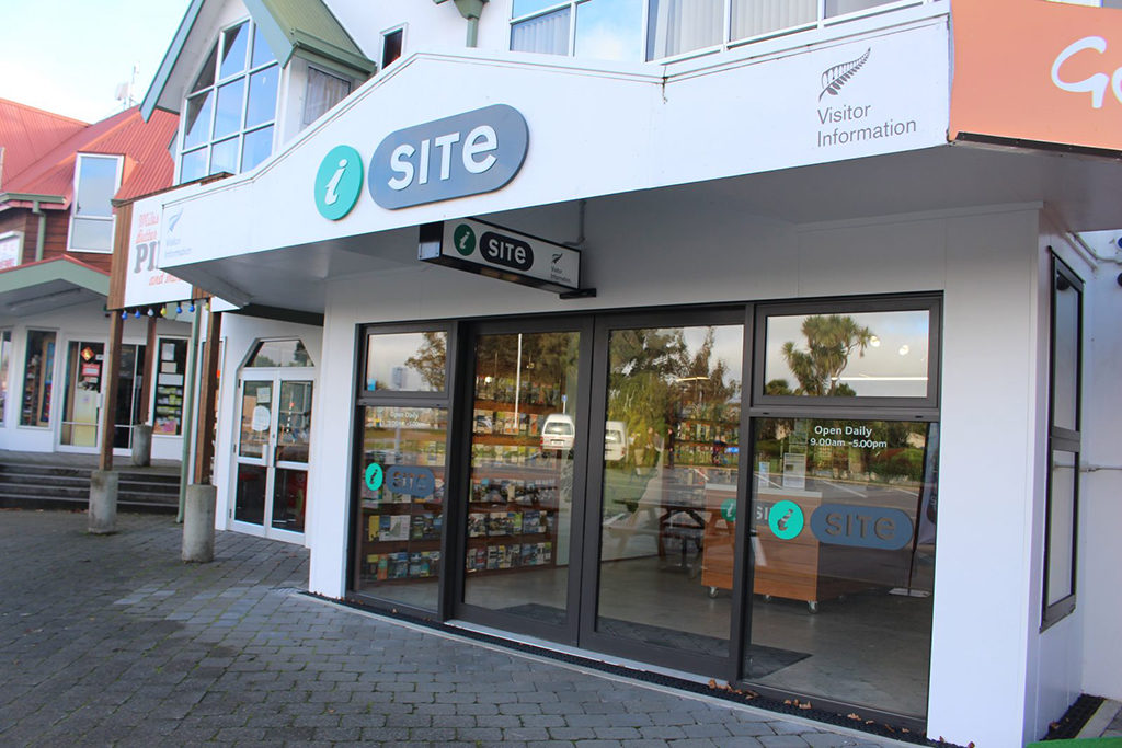 Te Anau Downtown (蒂阿瑙小鎮) : Fiordland i-SITE Visitor Information Centre (遊客中心)