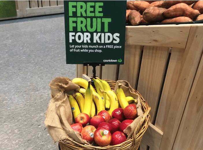 countdown 超市的特色: 提供免費水果給孩童們