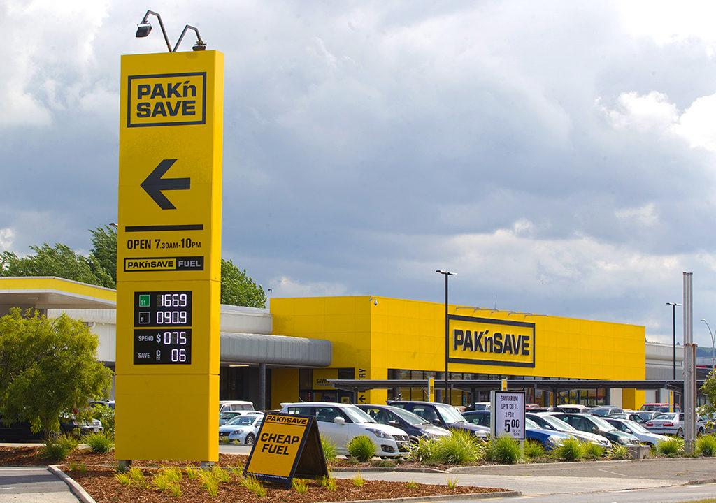 紐西蘭第三大超市 PAK'nSAVE: 超市&加油站外觀