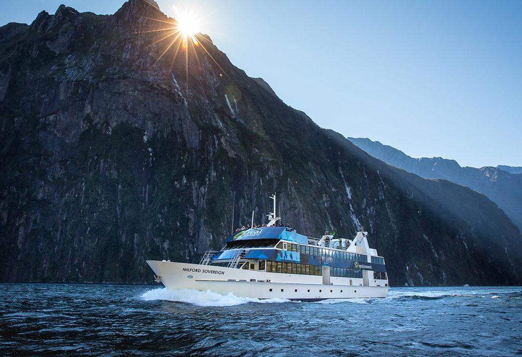 Real Journeys Scenic Cruise 外觀