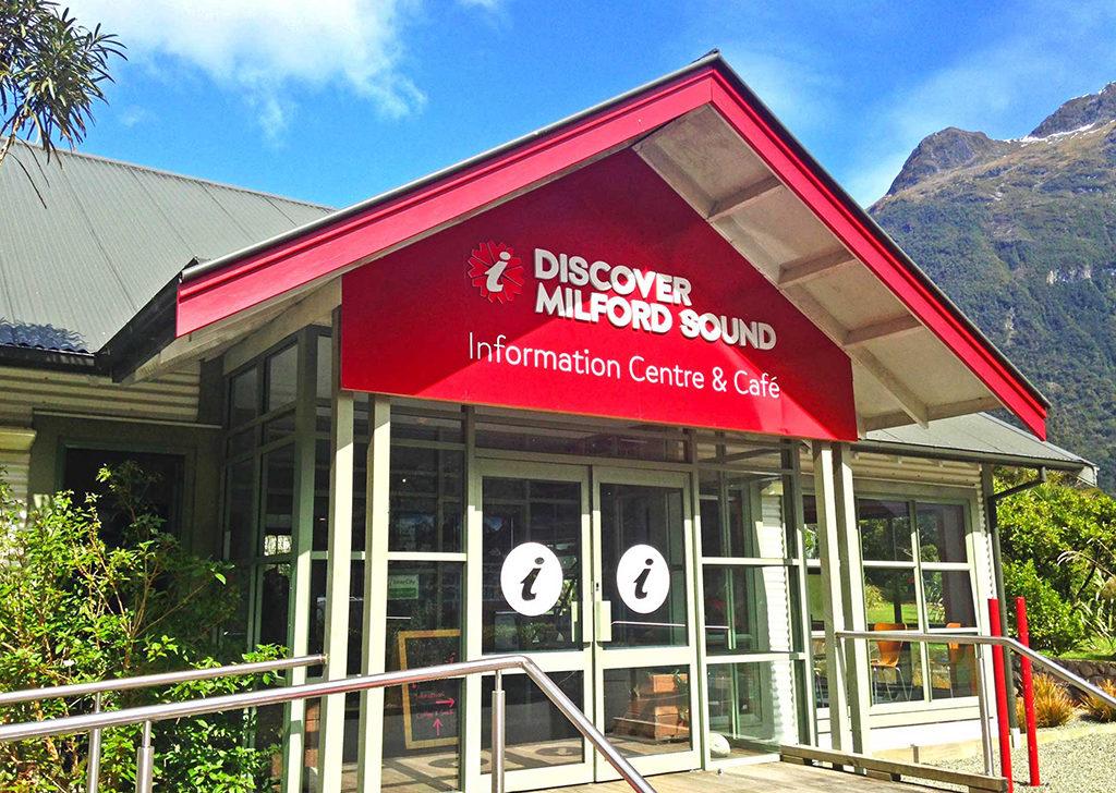 Milford Sound 必遊景點 #2-1 Milford Sound Information Center & Cafe (米佛峽灣遊客中心)