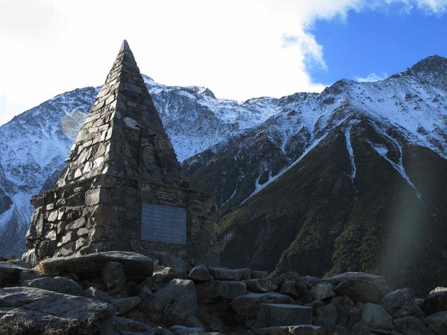 Hooker Valley Track 景點:Alpine Memorial (阿爾卑斯紀念碑)