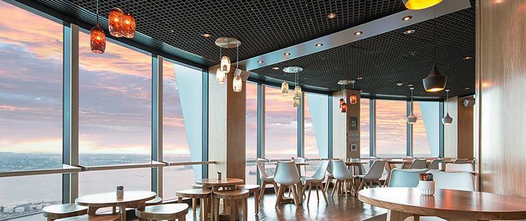 位於 Sky Tower (天空塔) 52F 的 Orbit 360° Dining (旋轉餐廳)