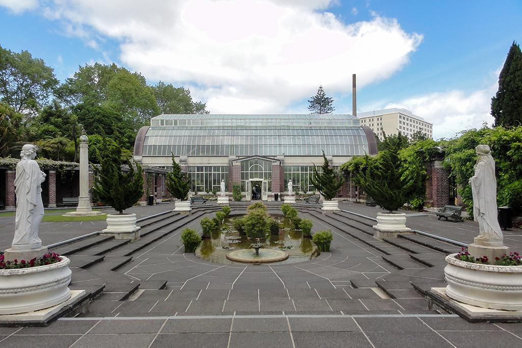 Auckland Domain (奧克蘭中央公園) 內的 Wintergardens (冬季花園)