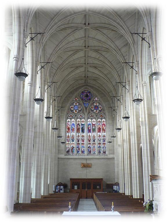 St. Paul's Cathedral (聖保羅大教堂) 的內部玫瑰窗和拱形天花板