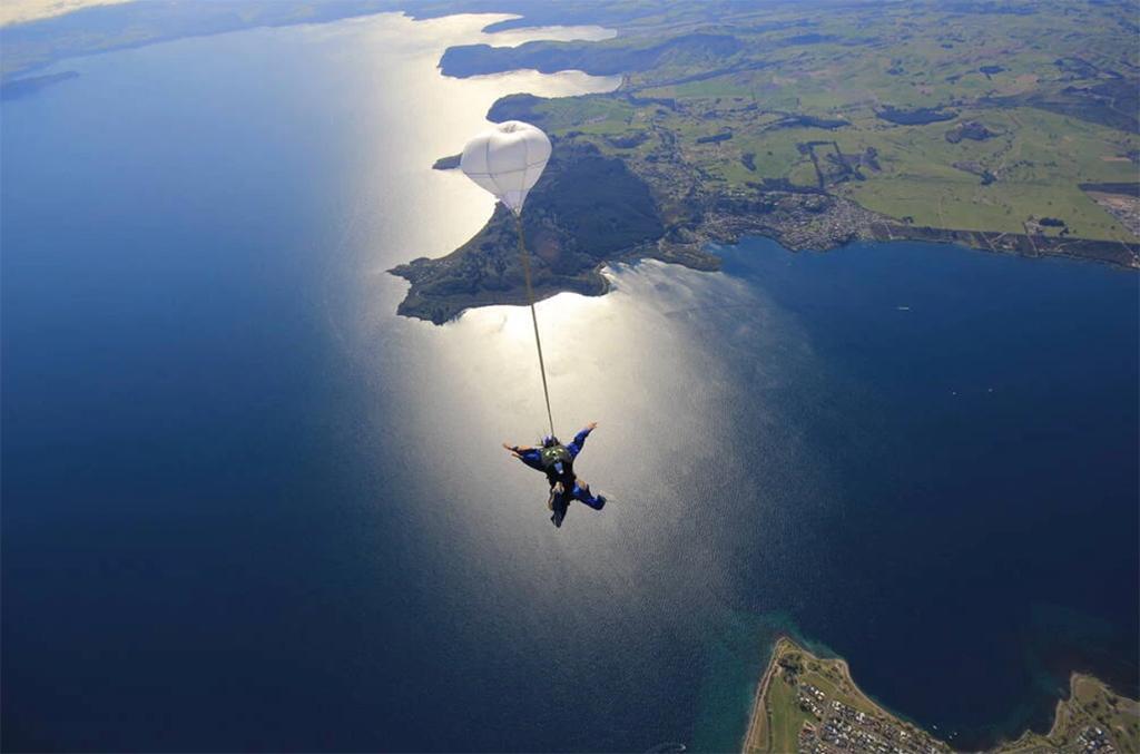 Taupo 景點 #6 - Taupo Skydive (跳傘)