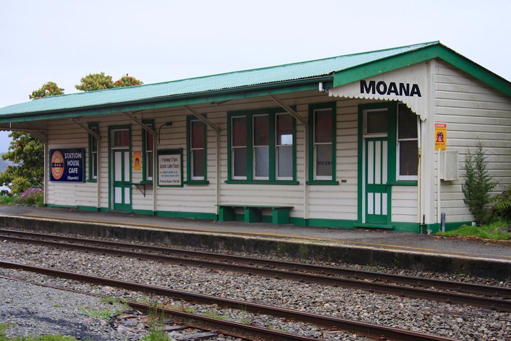 Lake Brunner 附近景點: Moana 火車站