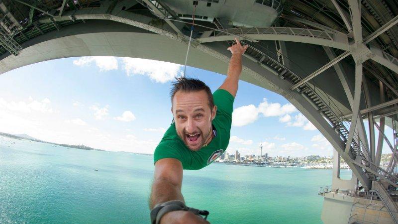 Auckland Bridge Bungy (奧克蘭大橋高空彈跳)